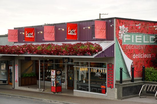 Куртенэ, Канада: Our location - shared with Hot Chocolates, on 5th Street in Downtown Courtenay.