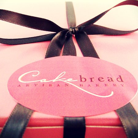 Courtenay, Canada: Cakebread Artisan Bakery Cake Box