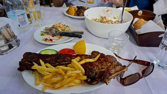 Armeni, Yunani: Seriously big pork chop
