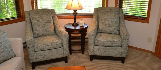 Egg Harbor, WI: All suites have a living room area.