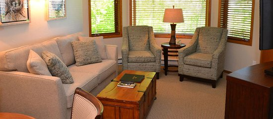 Egg Harbor, WI: Eash suite is just a little different - with unique artwork and more.