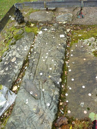 Balquhidder, UK: e very old stone probably dating from much earlier than Rob. looks like those in Iona