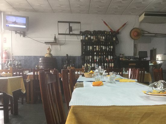 Moita, Portugal: 1 of 2 dining rooms
