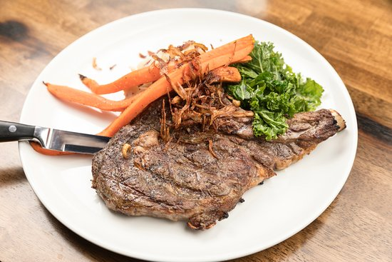 Chelsea, Массачусетс: 16 oz Bone In Rib Eye, House Poatatoes, Roasted Carrots, Wilted Swiss Chard