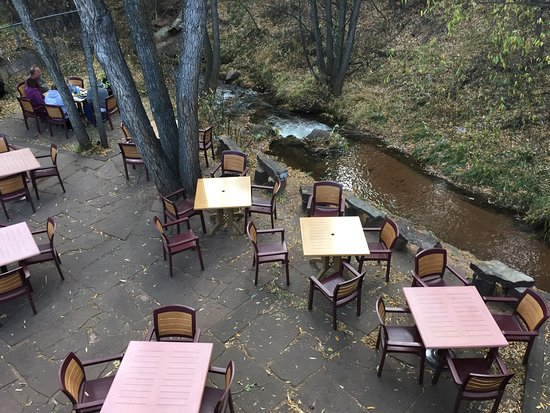 Cascade, CO: Creekside dining