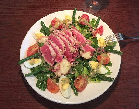 Juno Beach Fish House : Ahi Tuna Nicoise Salad