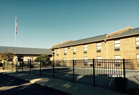 North Kansas City, MO: Outdoor Pool Area