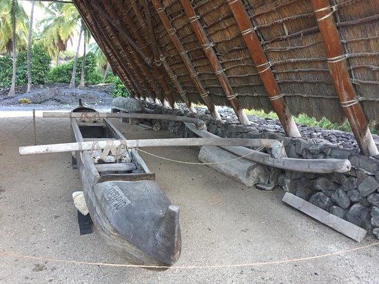 Honaunau, Hawaje: Old outrigger canoe