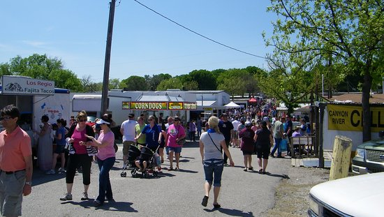 McKinney, TX: Shop from hundreds of vendors and enjoy fair-type concessions.