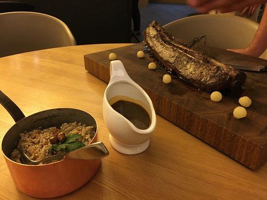 das scheibenhardt auslese aus der mobilen almhutte und den speisen und getranken im restaurant