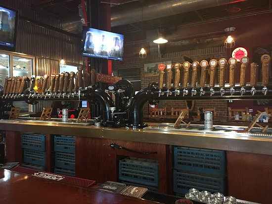 Osseo, WI: Great atmosphere and lots of beer on tap!