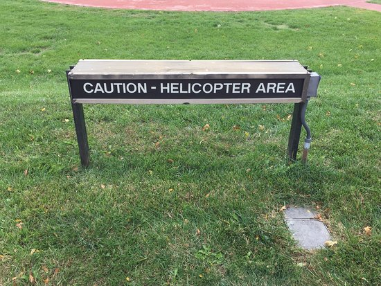Lafayette Hill, PA: The helicopter landing area right at the main entrance to the hotel.