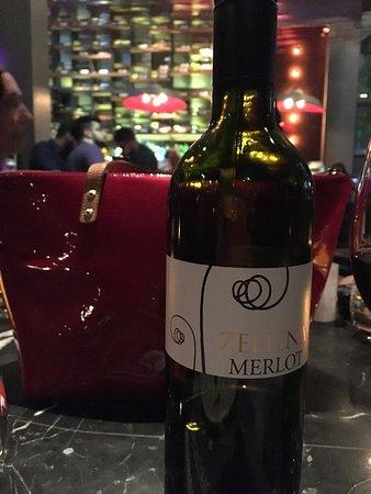 J Cocktail Bar: Μια βραδια με τον Καρολο