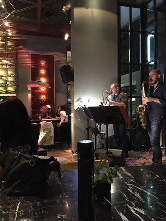 J Cocktail Bar : Μια βραδια με τον Καρολο