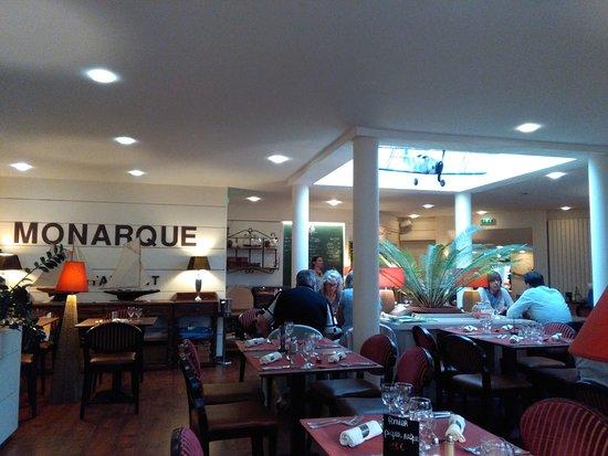 Le Monarque Restaurant: la sala da pranzo