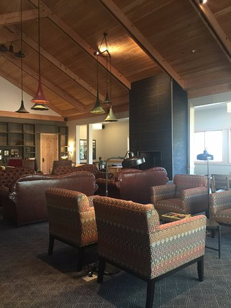 Groveland, Californien: Reading room with quiet board games and books on Yosemite