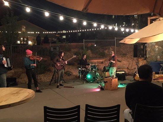 Groveland, Californien: Band on Thursday night! Fun local fiddler band