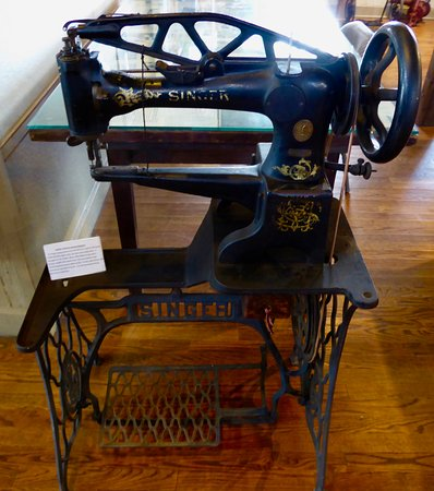 Strasburg, VA: Old Sewing Machine