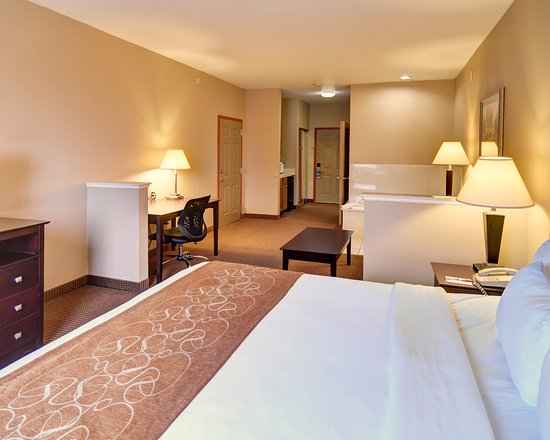 Comfort Suites Near Alliance: King Suite