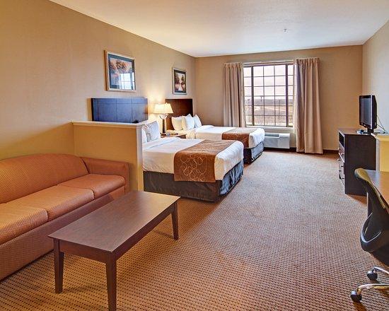 Comfort Suites Near Alliance: Double Queen Suite