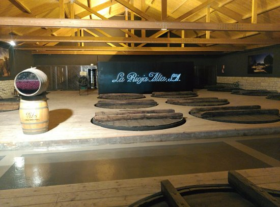 Haro, إسبانيا: Sobre las barricas de fermentación