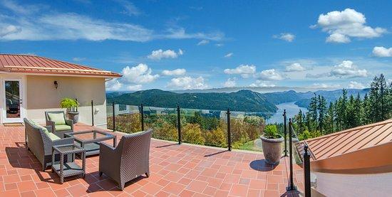 Malahat, Kanada: Patio View from Villa Cielo