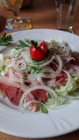Obereggen, Italia: Vitello con cipolla ed insalata