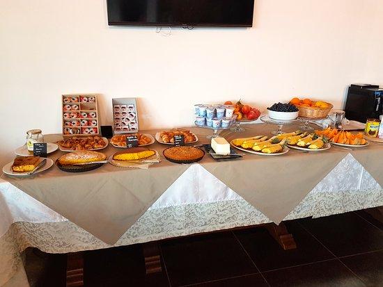 Барбареско, Италия: buffet petit déjeuner