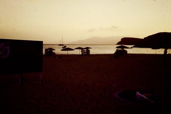 Mylopotas Beach: Cala la sera