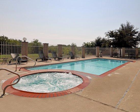 Roanoke, TX: Pool Area