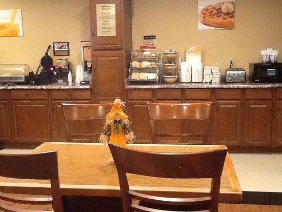 Cheektowaga, NY: Complimentary breakfast area