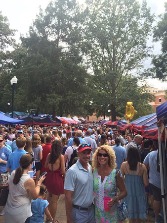 Oxford, Миссисипи: Don't miss the Grove on game day!