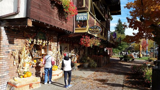 Leavenworth, WA: Lots of shops with great local crafts