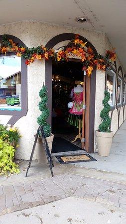 Leavenworth, WA: Magenta has traditional Bavarian dresses
