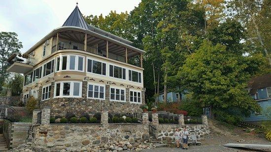 Steamboat Castle Bed & Breakfast: Beautiful updated B&B on Lake Keuka