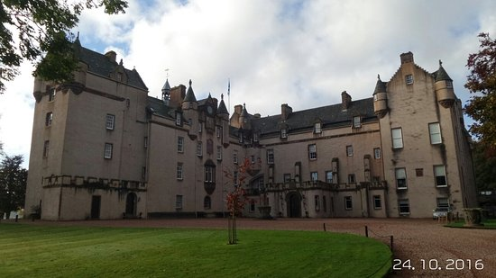 Fyvie, UK: We never had a chance yo go in the castle but the grounds were kept well made really enjoyed the