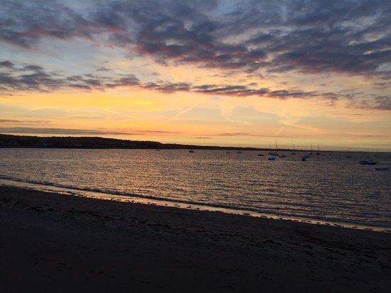 Skerries, Ιρλανδία: The sunset across the street