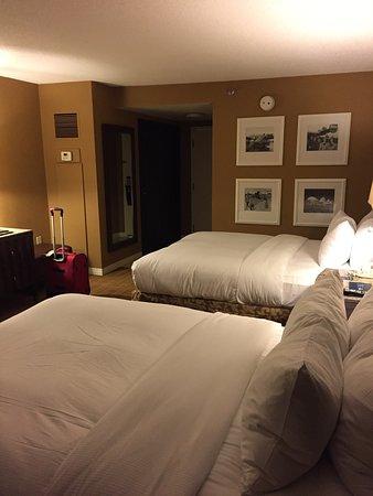 Μπέρκλεϊ, Μιζούρι: Breakfast in room, late night cheeseburger meal in room, room 427