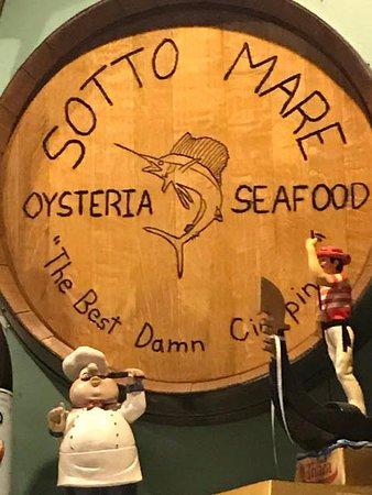 Sotto Mare Oysteria & Seafood: Sotto Mare wine cask