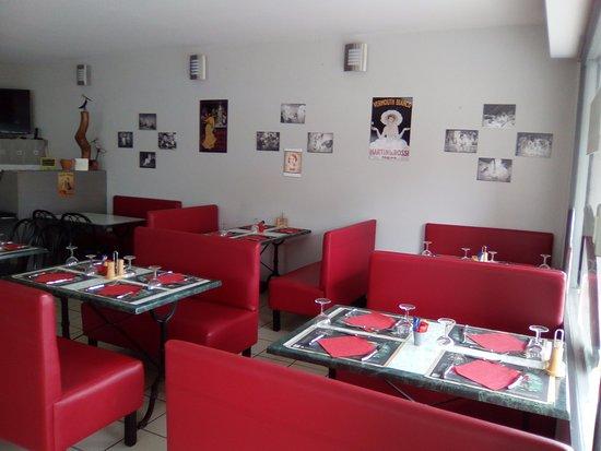 Le Buisson-de-Cadouin, Fransa: salle de restaurant