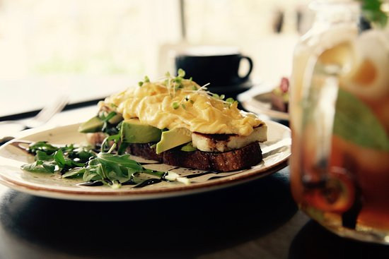 Heathcote, ออสเตรเลีย: Haloumi Stack: Rocket, scrambled eggs, haloumi cheese, avocado on sourdough with balsamic dressi