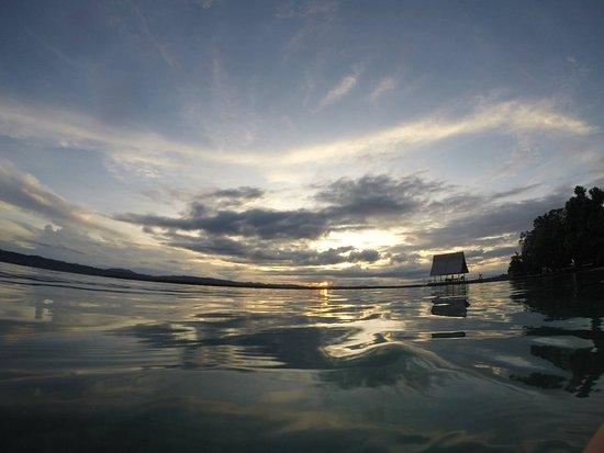 Papatura Island, Îles Salomon : Sun going down on the beach
