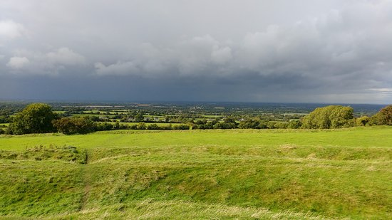 County Meath, Irland: Vista do alto da colina concava.