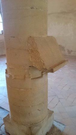 Charlieu, Francja: Rare , un lutrin sculpté dans la colonne !