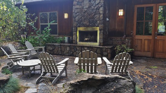 Evergreen Lodge at Yosemite: Outdoor fireplace.