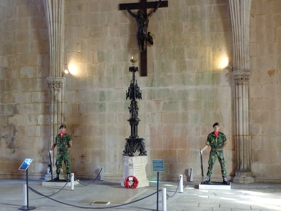 Batalha, Πορτογαλία: guards of the tomb of the unknown soldier