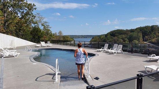 Riviera Villas & RV Resort : Pool view looking towards the Lake