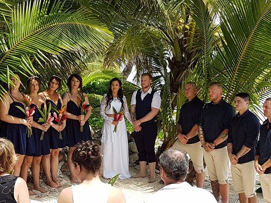 Arorangi, Islas Cook: Small & Intimate Wedding. Congratulations Nicole & Todd!!