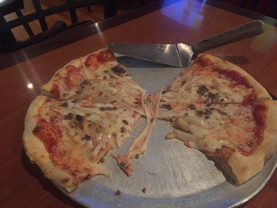 Tifton, Gürcistan: Italian sausage, onions, & garlic Pizza