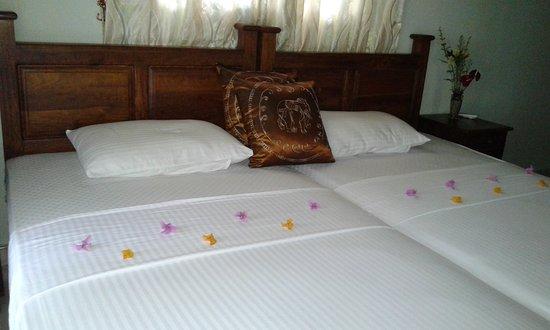 Kaluwamodara, سريلانكا: Decorated bedrooms